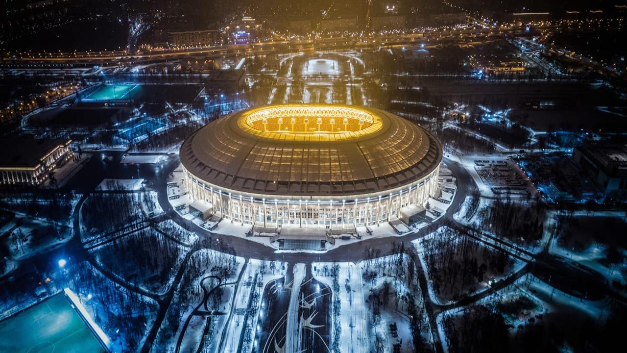 Estadio Luzhniki exterior noche